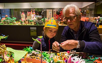 40 jaar playmobil 40 jaar PLAYMOBIL   een avontuurlijke reis door de tijd  40 jaar playmobil