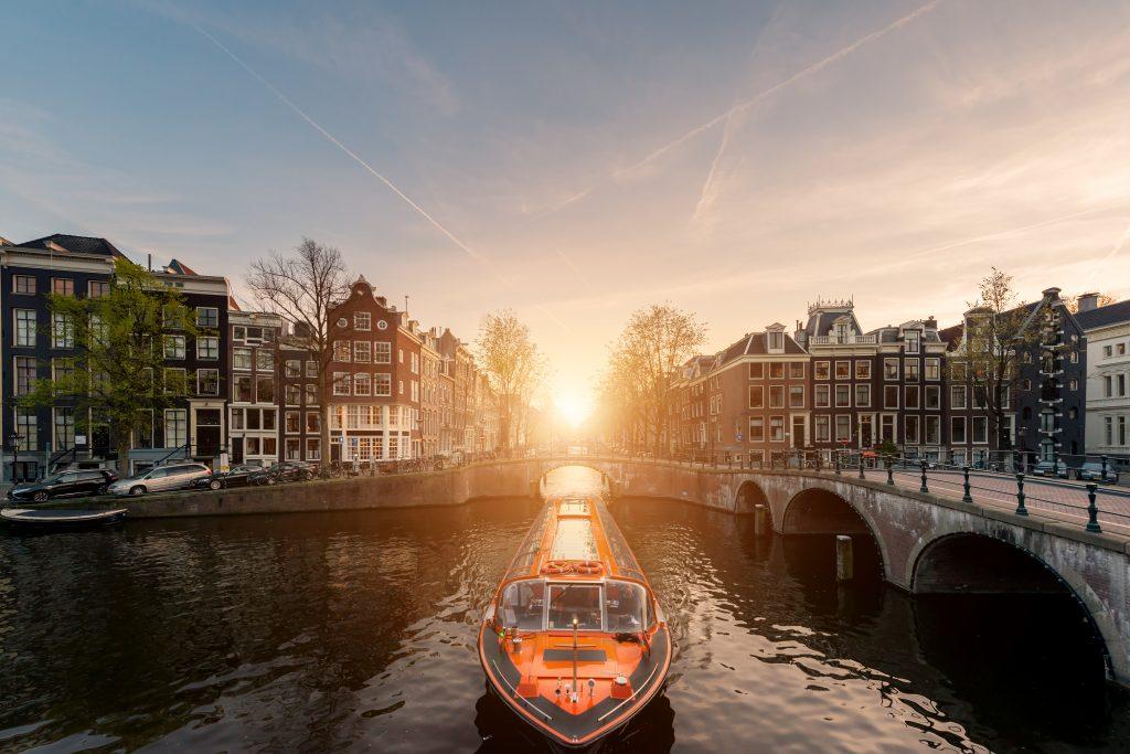 Maak een rondvaart Amsterdam door de Grachtengordel