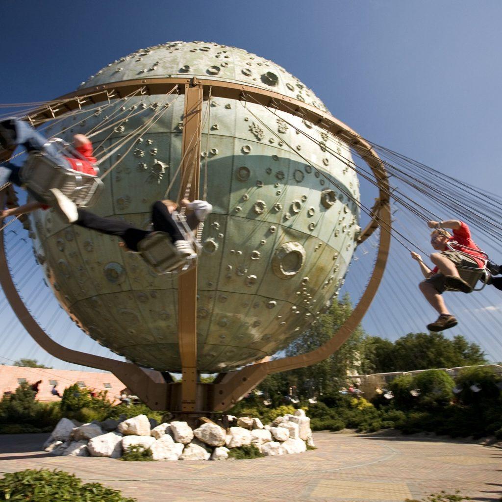 Lekker zwieren en zwaaien in attractie en vakantiepark Slagharen.