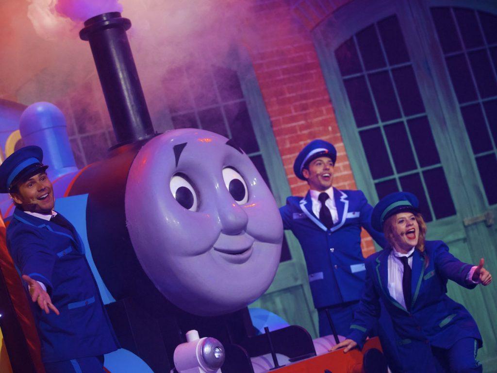 In het station kun je de show van Thomas de Stoomlocomotief bekijken.