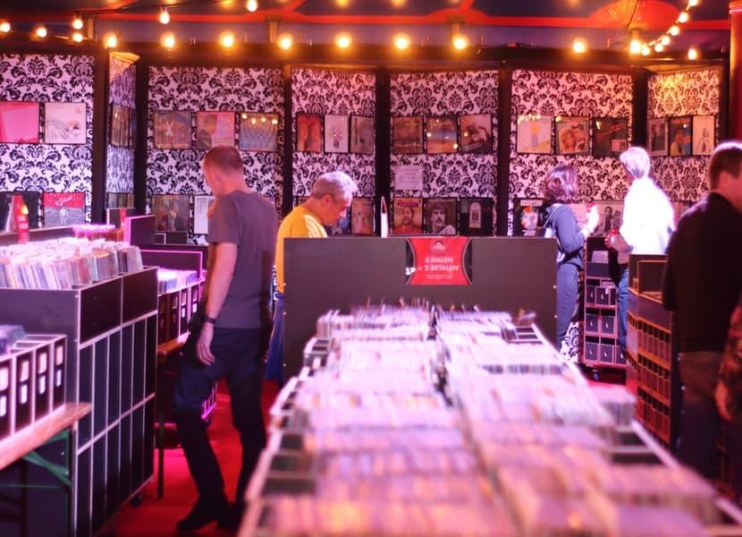 de grootste platenmarkt van Nederland tijdens het Top 2000 café