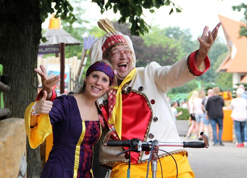 Kareltje en Jasmijn in hun eigen theater in Avonturenpark Hellendoorn