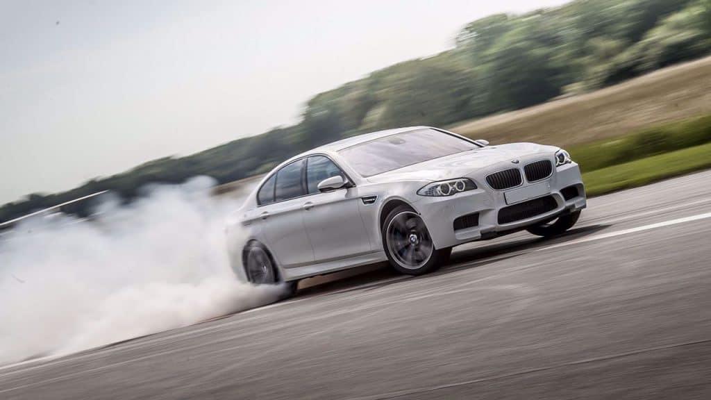 Slipcursus in een BMW.