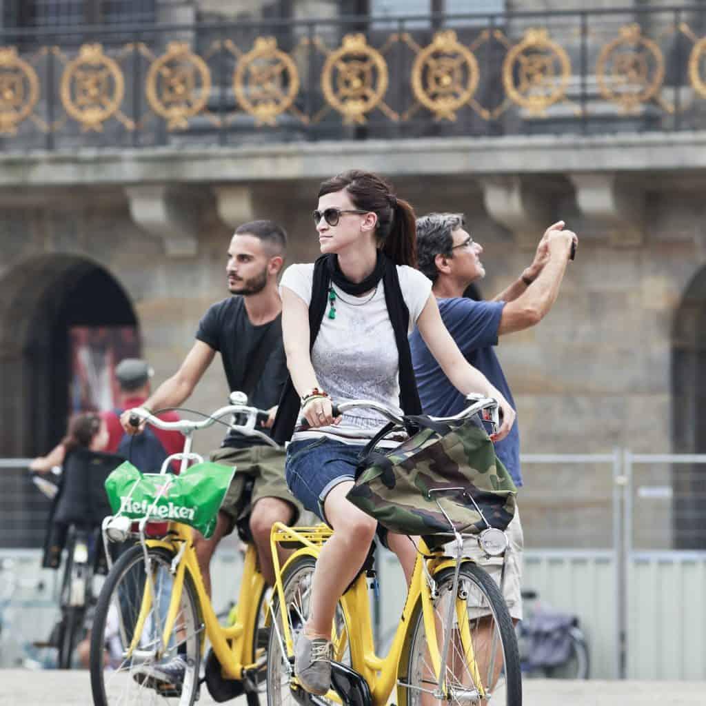 Verken Amsterdam op een gehuurde fiets