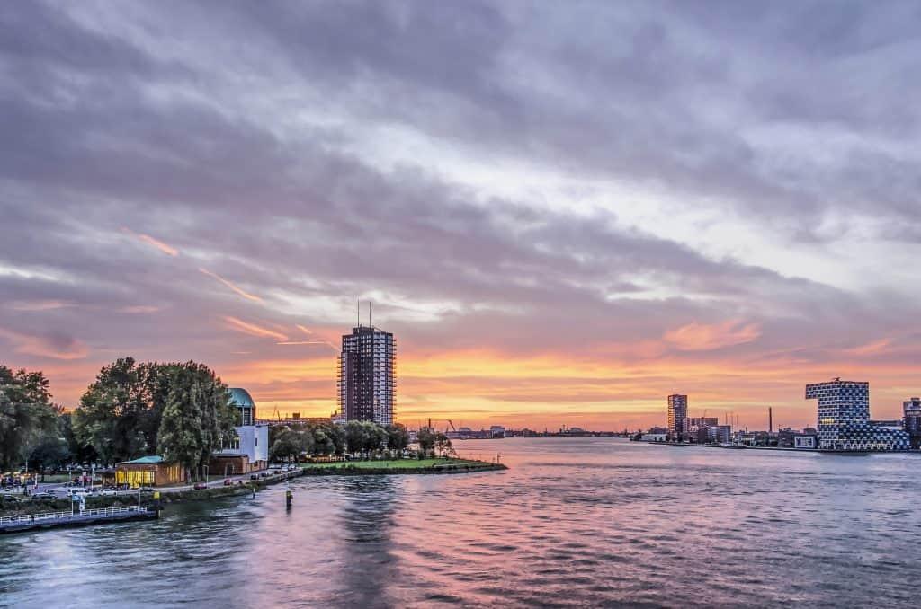 Rondvaart door haven van Rotterdam
