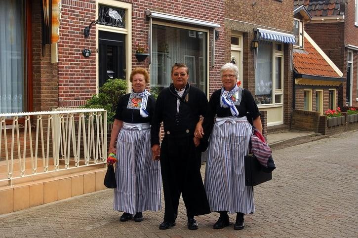 Dagje uit Volendam, klederdracht